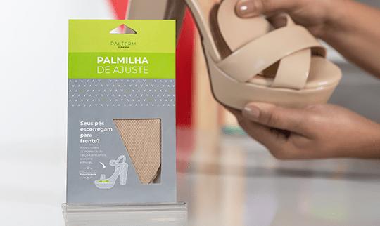 Palmilha de ajuste palterm aplicada em uma sandália de salto alto nude