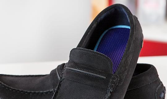 Palmilha inteligente masculina palterm aplicada em mocassim preto